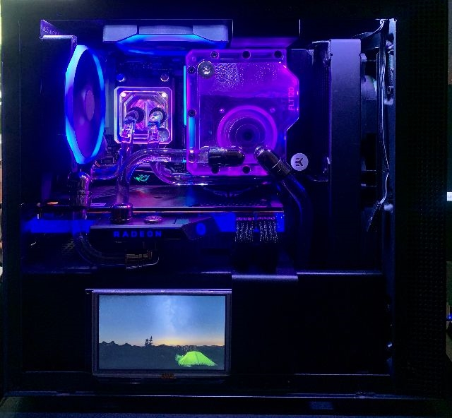 Liquid Cooled ITX Gaming PC thumbnail